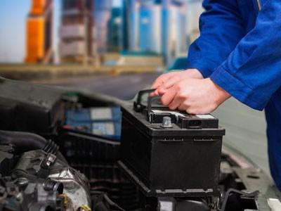 Замена аккумулятора выезда на дороге